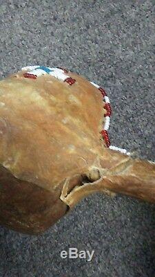 Au Début Rare Artefact Amérindien Pierre Mallet En Cuir Avec Perles Cerf Cacher