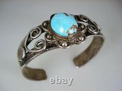 Early Pueblo / Navajo Handwrought Lingot Argent & Hi-dôme Turquoise Bracelet