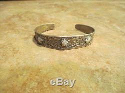 Fabuleux Early Fred Harvey Era Navajo Argent Stamped Conception Bracelet 1920