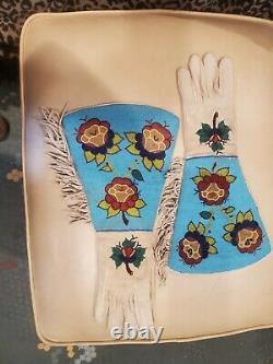 Gantelets Perlés Tôt Avec Le Grand Brassard De L'ind Noir Amérindien Des Années 1800