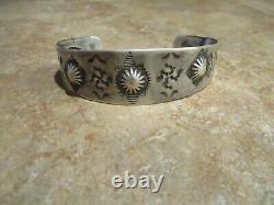 Grand Bracelet De Repousse Whirling Log Early Des Années 1920 / Années 30 Navajo Sterling Silver