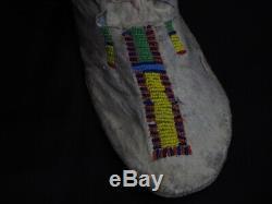 Paire De 1890.-début Des Années 1900 Cheyenne Native American Perlée Mocassins