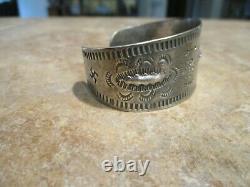 Pièces De Monnaie Navajo D'early 1900 / Bracelet Sterling Silver Stamped Design Avec Des Logs